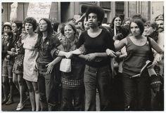 """She's Beautiful When She's Andry"" est un documentaire à voir sur Netflix Documentarios Netflix, Best Documentaries On Netflix, Julia Ormond, John Glenn, Clint Eastwood, Miss Simone, Women's Liberation Movement, Suffrage Movement, Womens Liberation"