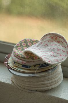 Sew A Bag reusable cotton rounds. ( for make up remover ). Using Joann's cotton (diaper) fabric to sew these rounds is so good for the earth just wash in a lingerie baggie.still thinking about this one though to be honest. Fabric Crafts, Sewing Crafts, Sewing Projects, Craft Projects, Reuse Recycle, Upcycle, Cotton Diapers, Reusable Diapers, Cotton Pads