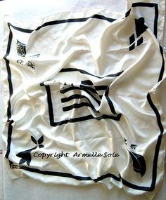 Mon drapeau breton. Les couleurs de  la Bretagne peinte sur un Twill de soie naturelle: http://www.armellesoie.com/boutique/les-foulards/