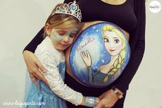 Body painting para embarazada con dibujo de Elsa de Frozen, barriga pintada por La que pinta en Barcelona