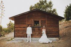 Cristina y Ernesto son una pareja especial. Muy especial.Ya desde que hicimos su preboda en Tarifa, conectamos perfectamente y así ha seguido siendo hasta incluso después de la boda.Amantes del surf, divertidos, encantadores, cercanos, deseaban una boda acorde con su forma de ver la vida.…