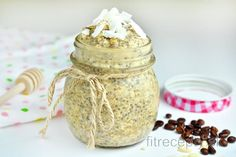 The combination of coconut, coffee and milk is unreal! Check out this fantastic and healthy coconut latte chia pudding recipe - you can enjoy it as breakfast or even as a health. Chia Puding, Healthy Fats, Healthy Recipes, Coconut Benefits, Fiber Foods, Pudding Recipes, Calories, Omega 3, Granola