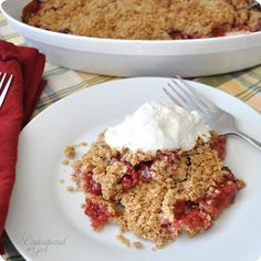 raspberry rhubarb crumble = a happy tummy.