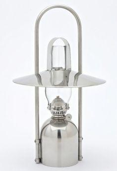 Petroleumlampe SAMPANINO Edelstahl poliert, mit Reflektor, Tragbügel, Hitzeschutz, Design Fried Ulber/Peter S. Jessen Siehe mehr unter http://www.woonio.de/p/petroleumlampe-sampanino-edelstahl-poliert-mit-reflektor-tragbuegel-hitzeschutz-design-fried-ulberpeter-s-jessen/