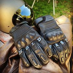 RESOLUTE GLOVES from HOLD FAST GLOVES. @holdfastgloves #holdfastbrand #holdfastgloves #holdfast #staytrue #motorcyclegloves #leathergloves #ridinggloves #motorcycleapparel #dainese #foxracing #harley #harleydavidson #harleygear #triumph #motorcycles #motorcycle #motorbikegloves #motorcyclechick #bikerbabes #bikerbabesofinstagram #resolute