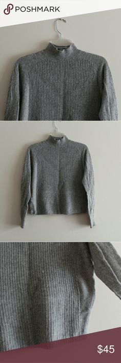 Club Monaco Grey Sweater Thin light weight. Will look good with a pair or jeans or dress pants. Club Monaco Sweaters