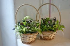 wild baskets for the bridesmaids by www.commonfarmflowers.com