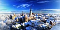 Таллин – это невероятно уютная столица Эстонии. Хорошо сохранившийся, средневековый городок со шпилями в готическом стиле, узкими, мощенными булыжником, улицами и уймой памятников архитектуры.  Мистическая атмосфера Старого Таллина сразу захватывает туристов, они часами бродят по городу, завороженные его красотой.  Побывав хоть раз, хочется приехать снова, чтобы взглянуть на оставшийся в неизменном виде город-достопримечательность.