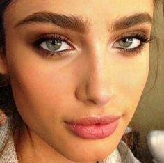 Brow powder helps define these already gorgeously plump brows. We adore.