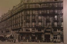 Blackened Cities | thebeachbumblv.com Rainy Weather, Art Walk, Hanging Out, Cities, Louvre, Paris, Building, Travel, Montmartre Paris