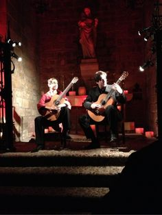 Acoustic guitar players in Barcelona,Spain - 12.4.12