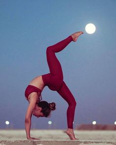 Yoga poses offer numerous benefits to anyone who performs them. There are basic yoga poses and more advanced yoga poses. Here are four advanced yoga poses to get you moving. Yoga Girls, Yoga Pictures, Yoga Photos, Yoga Routine, Yoga Meditation, Zen Yoga, Yoga Art, Yoga Flow, Yoga Inspiration