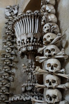 24 Skulls And Skeletons From Death Rituals Around The World