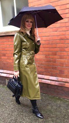 Rain Fashion, Latex, Vinyl Raincoat, Long Leather Coat, Rubber Raincoats, Leder Outfits, Patent Leather Boots, Vintage Boots, Raincoats For Women