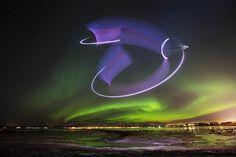 """Einzigartig: Der erste Gleitflug mit der """"Aurora Borealis"""" als wunderbarer Naturkulisse."""