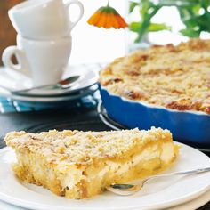 Omena-ansa on mehevä, rahkatäytteinen ja muruseospintainen omenapiirakka. Finnish Recipes, Good Food, Yummy Food, Sweet Pastries, Sweet Pie, Food Tasting, Pastry Cake, Sweet And Salty, Desert Recipes