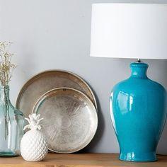 Elis pie de lámpara turquesa Color Turquesa, Accent Decor, Home Accessories, Vase, Lighting, Variables, Feels, Home Decor, Living Room