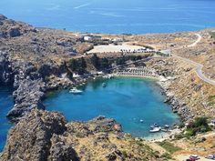 Are you going to Lindos Rhodes? Here you will find all the info you need on what to see & do in Lindos including the Acropolis & St Paul's bay beach