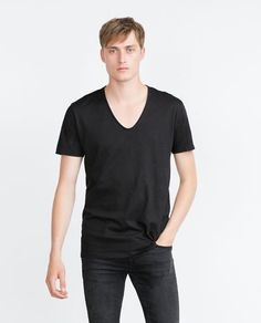 Large.  Black. V-NECK T-SHIRT from Zara