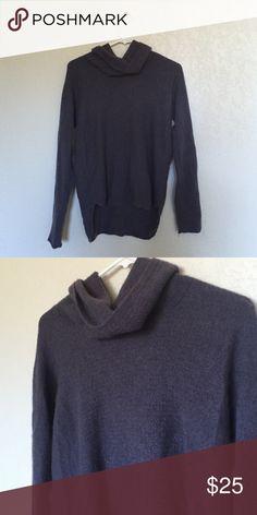 Ellen Tracy 100% cashmere turtleneck Ellentracy 100% cashmere blue turtleneck sweater. Size medium. Never worn Ellen Tracy Sweaters Cowl & Turtlenecks