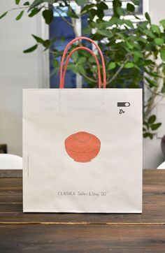 papaer bag Design Print Graphic Fashion 紙袋 デザイン 印刷 グラフィクデザイン ファッション Paper Packaging, Bag Packaging, Packaging Design, Paper Carrier Bags, Paper Bags, Tea Restaurant, Paper Bag Design, Medicine Packaging, Clothing Packaging