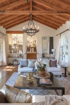 Tyra Banks' Home Is Huge, Incredible And Totally Beyond Our Grasp Cheap Rustic Decor, Cheap Wall Decor, Cheap Home Decor, Patio Interior, Interior Design, Spanish Style Homes, Spanish Revival, Home Remodeling Diy, White Decor
