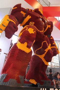 Marvel at This 8-Foot-Tall LEGO Hulkbuster —