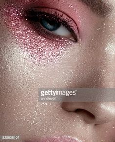 Stock-Foto : Artistic pink make-up with glitter, beauty portrait