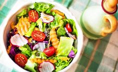 """Mâncați crud și curat, și veți fi sănătoși. Mâncați natural și veți fi veseli. Mâncați hrană vie și fiecare celulă a corpului vostru vă va mulțumi pentru tinerețea pe care i-o redați."""""""