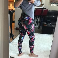 Like new worn once pink leggings size XS Girls In Leggings, Pink Leggings, Teen Girl Poses, Selfies, Pictures, Pants, Fashion, Sexy Legs, Woman Clothing