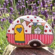 Time to go camping. Paint on stone. Effective images - Time to go camping. Paint on stone. Rock Painting Patterns, Rock Painting Ideas Easy, Rock Painting Designs, Pebble Painting, Pebble Art, Stone Painting, Stone Crafts, Rock Crafts, Arts And Crafts