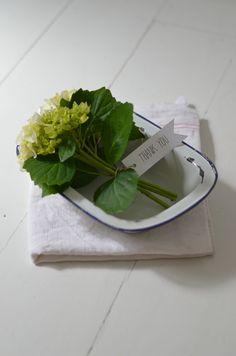 bandeja y hortensias