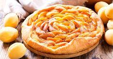 Faites-vous plaisir en préparant en moins de 45 minutes une sublime tarte aux abricots parfumés avec de la poudre d'amande. Des abricots, de la poudre d'amandes et une croustillante pâte sablée, c'est not... Tarte Fine, Hot Dog Buns, Apple Pie, Camembert Cheese, Food To Make, Deserts, Bread, Fruit, Ethnic Recipes