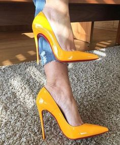 Wetwew! Yellow shoes www.ScarlettAvery...
