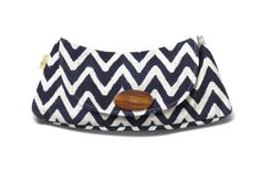 TOMS Exclusive! Convenient for a night out or to use as a wallet, the Exclusive Navy Chevron Clutch is beloved for its size, durability, and style. The energizing block-print exterior with a magnet snap and wooden button closure makes this clutch ideal for carrying no less than all your essentials.