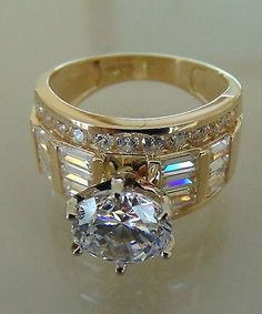 Con este anillo...no importa que esté feo el novio!! Me casooooo!!! Whit this ring...no matter The groom!! I Will married right NOw but..in white gold looks better...  SLVH ♥♥♥ Diamond Wedding Rings, Diamond Rings, Diamond Engagement Rings, Diamond Jewelry, Cute Jewelry, Jewelry Rings, Jewelry Accessories, Unique Jewelry, Men's Jewellery