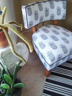 Pineapple fabric - great chair, great fabric tropical style éco tropicale chaise ananas