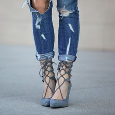 These were hot the first time I saw them but with the ripped jeans... Think I ❤️ 'em