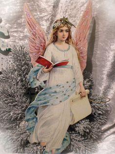 the christmas angel is coming down  to you.... Schöner Weihnachts-Engel kommt vom Himmel geschwebt...