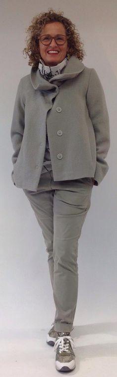 Anette Görtz - Diesen Herbst/Winter werden zurückhaltende Farben zu einem lässigen Lagenook gemixt. Very sophisticated! Clothes, Style, Fashion, Fall Winter, Clothing, Trousers, Colors, Outfits, Swag