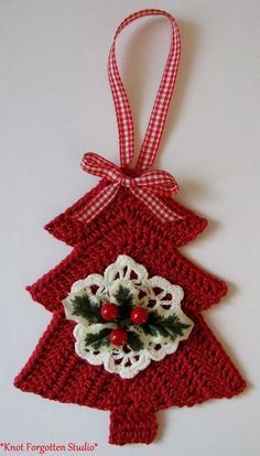 What a lovely and adorable crochet Christmas tree! You can use them as Christmas tree ornaments - Salvabrani Crochet Christmas Decorations, Crochet Christmas Ornaments, Christmas Crochet Patterns, Holiday Crochet, Crochet Snowflakes, Handmade Christmas, Tree Decorations, Diy Christmas, Crochet Tree