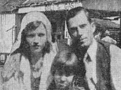 Blanche and Buck Barrow got the worst of the shootout: his head wound would prove mortal, flying glass would leave her blind in her left eye. Bonnie And Clyde Photos, The Bonnie, Bonnie Clyde, Wild West Outlaws, Elizabeth Parker, Famous Outlaws, Platte City, Bonnie Parker, Famous Stars