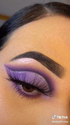 Red Eyeshadow Makeup, Purple Eye Makeup, Colorful Eye Makeup, Eye Makeup Art, Skin Makeup, Eyeliner, Purple Makeup Looks, Eyeshadow Ideas, Eyeshadow Palette