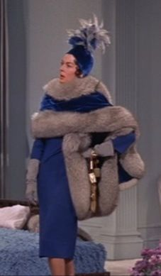 Auntie Mame with Rosalind Russell. When she finally takes her wrap off and turn. Auntie Mame with Old Hollywood Glamour, Hollywood Fashion, Classic Hollywood, Vintage Hollywood, Movie Costumes, Cool Costumes, Paco Rabanne, Orry Kelly, Auntie Mame