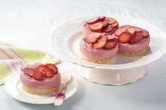 This no-bake strawberry mousse jar cake is paleo friendly, dairy-free and super healthy.