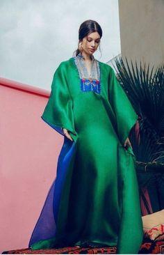The colours are so beautiful Arab Fashion, Muslim Fashion, Modest Fashion, Fashion Women, Chic Outfits, Fashion Outfits, Sporty Fashion, African Maxi Dresses, Caftan Dress