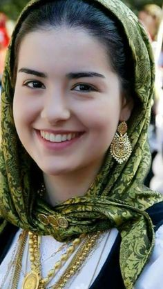 Smile girl pictures and quotes Beautiful Muslim Women, Beautiful Hijab, Beautiful Smile, Beautiful Girl Photo, Beautiful Girl Indian, Beautiful Indian Actress, Girl Face, Woman Face, Girl Pictures