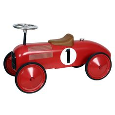 Loopauto metaal Rood race 1+  Mooi en stoere loopauto van het merk Marquant. Staat tevens leuk op de kinderkamer, maar ook in de woonkamer. Deze metalen race auto is mede door de lange wielbasis zeer stabiel en kan tevens korte bochten draaien. Afmetingen lxbxh ca.L:80 x B:38 x H: 28 cm(zitje) / Stuur: 40 cm. Geschikt vanaf 1 jaar. Voor binnen en buiten gebruik.