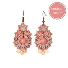 Pale pink romantic rhodonite &  rose quartz soutache earring  #soutache #soutachejewelry #soutacheearrings #pink #gemstone #gemstonejewelry #rhodonite #rosequartz #romantic