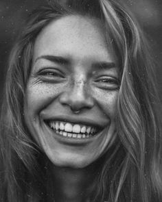 Agata serge смех fotos de rostro, retratos и fo Black And White Portraits, Black And White Photography, Portrait Inspiration, Character Inspiration, Pretty People, Beautiful People, Foto Portrait, Face Photography, Happy People Photography